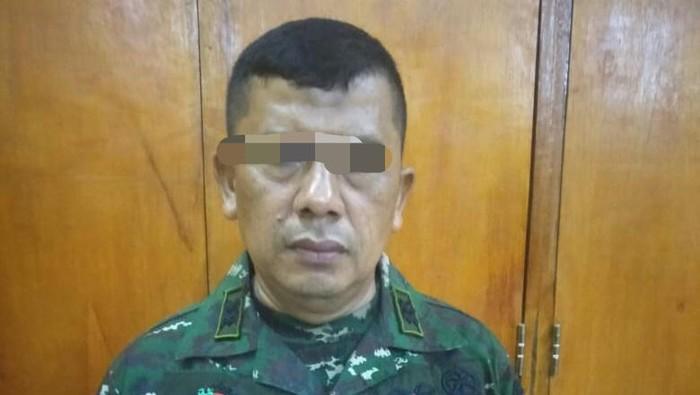 TNI gadungan bernama Muslianto diamankan petugas.