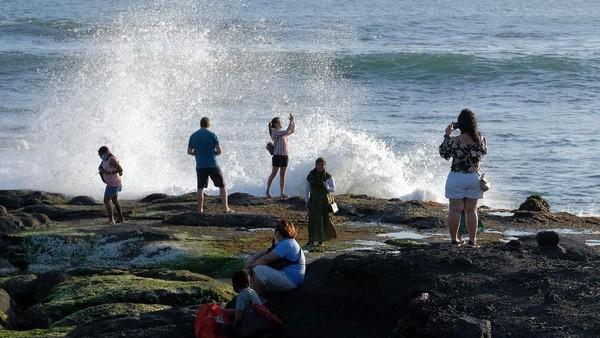 Obyek wisata tersebut mulai dikunjungi wisatawan dari luar Pulau Bali dengan menerapkan protokol kesehatan COVID-19 meskipun jumlahnya masih sedikit.