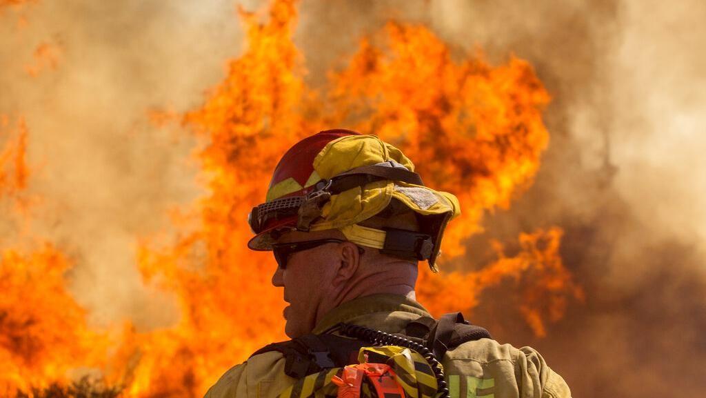 Video Kebakaran Melanda Kawasan Industri di Iran
