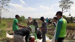 Cerita Pemuda Ciamis Sukses Produksi Mesin Perontok Padi Minimalis