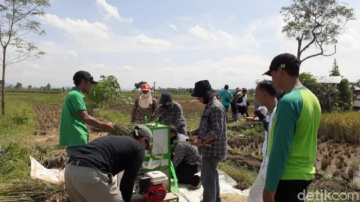 Alat perontok padi karya pemuda Ciamis