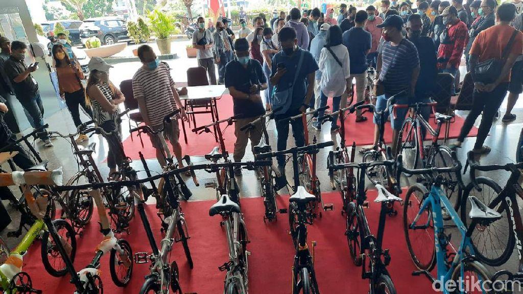 Beli Sepeda Biar Sehat Tapi Kok Berkerumun, Tidak Takut Corona?