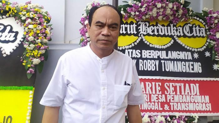 Budi Arie melayat sopir ambulans yang alami kecelakaan di Jakbar (Foto: Luqman/detikcom)