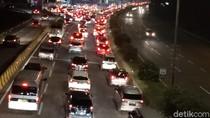 Arus Balik Idul Adha, Ribuan Kendaraan Padati Tol Cipularang