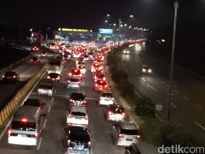 Kepadatan lalu lintas di Tol Cipularang