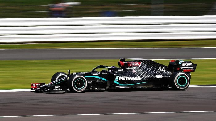 NORTHAMPTON, ENGLAND - AUGUST 02: Lewis Hamilton of Great Britain driving the (44) Mercedes AMG Petronas F1 Team Mercedes W11 on track during the F1 Grand Prix of Great Britain at Silverstone on August 02, 2020 in Northampton, England. (Photo by Ben Stansall/Pool via Getty Images)