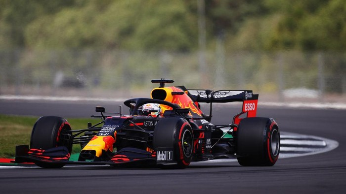 NORTHAMPTON, ENGLAND - AUGUST 01: Max Verstappen of the Netherlands driving the (33) Aston Martin Red Bull Racing RB16 on track during qualifying for the F1 Grand Prix of Great Britain at Silverstone on August 01, 2020 in Northampton, England. (Photo by Bryn Lennon/Getty Images)
