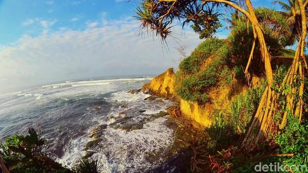 Kedua ada Kabupaten Pangandaran yang menjadi tujuan favorit para pelancong yang ingin menikmati keindahan pantai dan wisata alam lainnya. Berdasarkan catatan Disparbud Jabar ada 3.939.992 wisatawan yang datang selama tahun 2020 lalu. Faizal Amiruddin/detikcom