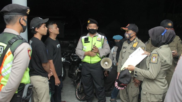 Petugas Temukan Bocah Diduga Mabuk dan Bawa Sajam