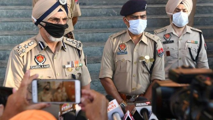 Polisi di Punjab melaporkan puluhan orang tewas usai menenggak alkohol (AFP Photo)