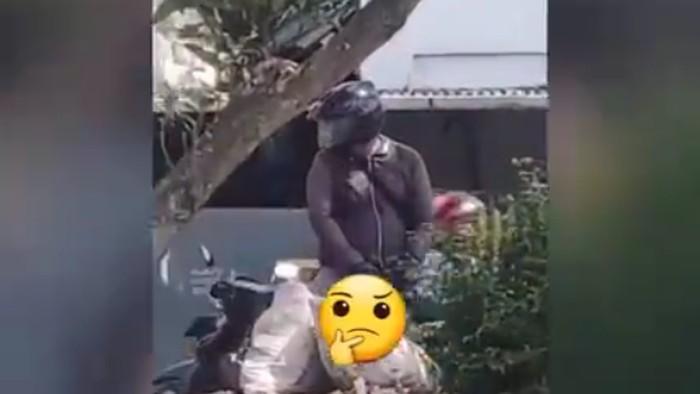 Pria di Kabupaten Bandung pamerkan alat vital