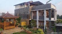 Rumah Mewah Milik Bos Investasi Paket Kurban Dipasangi Garis Polisi
