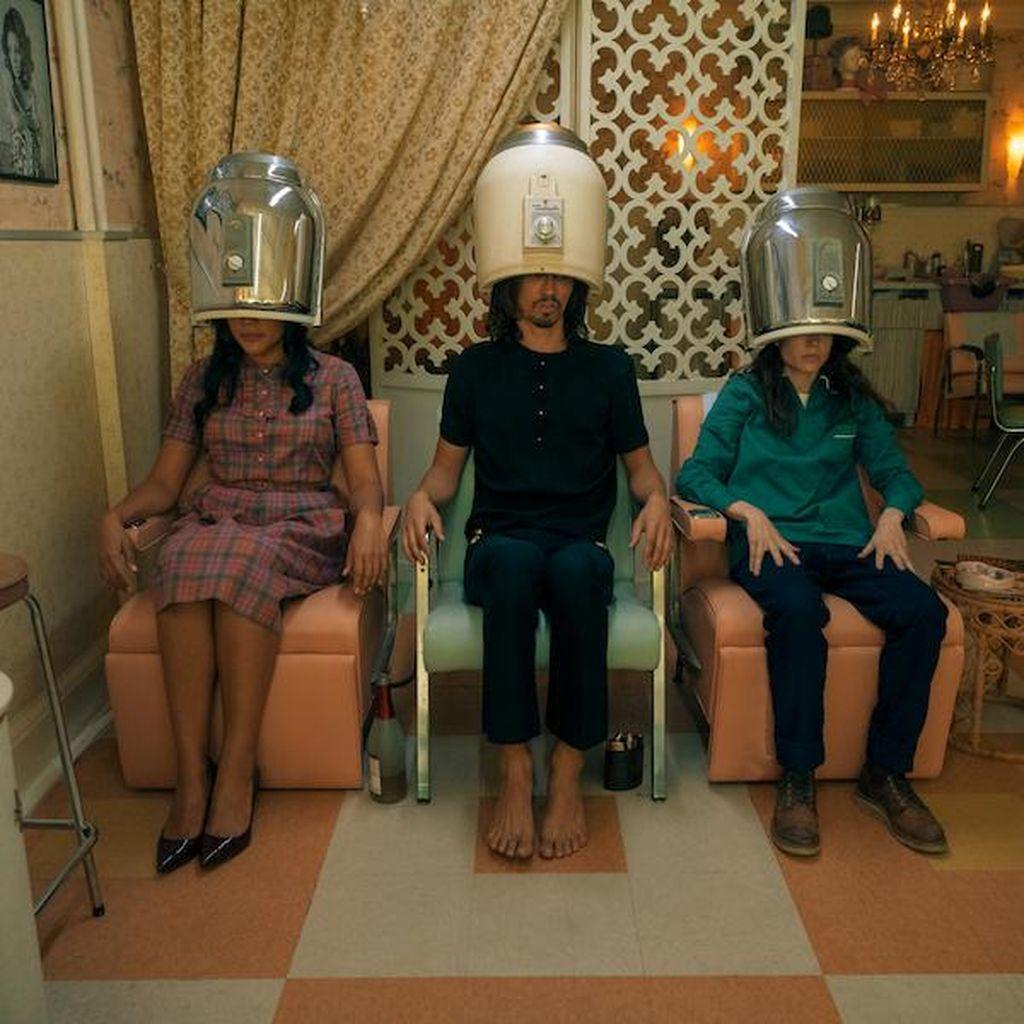 The Umbrella Academy S2: Dunia Pernah Hampir Kiamat di Tahun 60-an