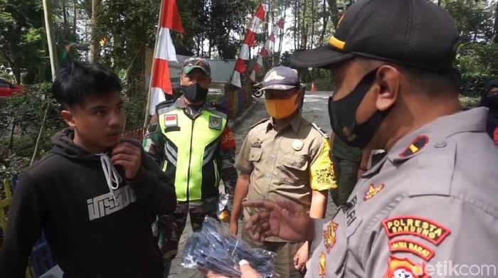 Warga diberi hukuman karen tak kenakan masker