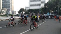Bundaran HI Masih Ramai Pesepeda-Pejalan Kaki Meski Tak Ada CFD
