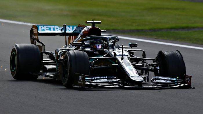NORTHAMPTON, ENGLAND - AUGUST 02: Lewis Hamilton of Great Britain driving the (44) Mercedes AMG Petronas F1 Team Mercedes W11 on the last lap with a puncture during the F1 Grand Prix of Great Britain at Silverstone on August 02, 2020 in Northampton, England. (Photo by Peter Fox/Getty Images)