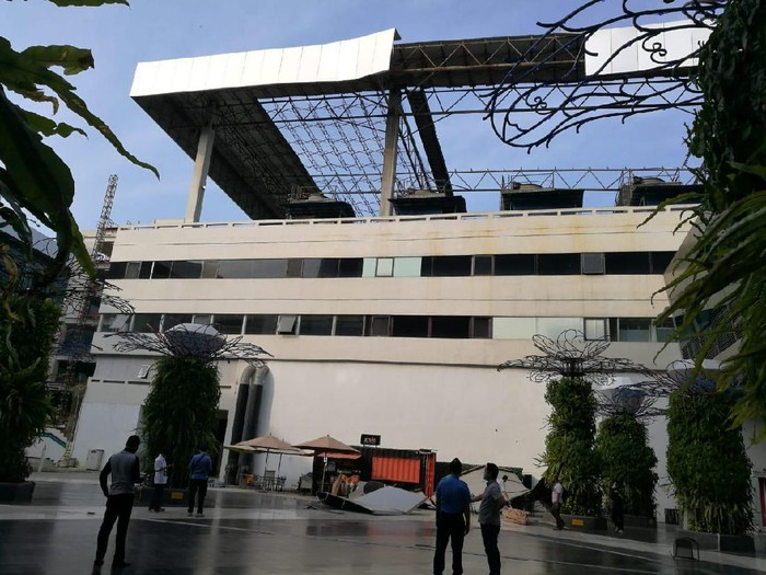 Atap gedung parkir Terminal 3 Bandara Soetta runtuh (istimewa)
