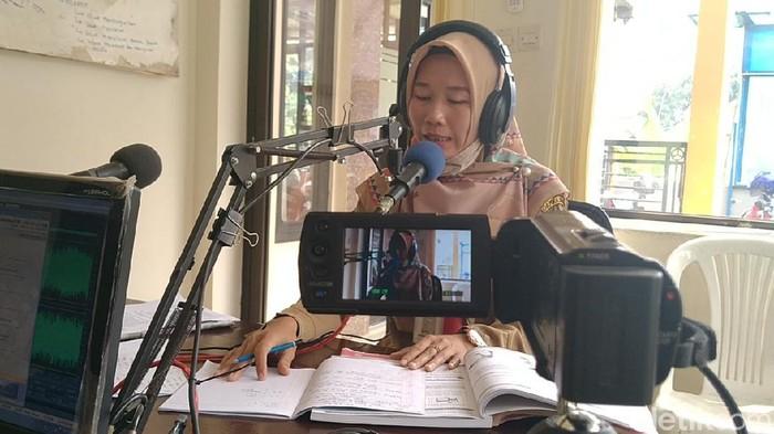 Belajar dari Rumah Pakai Radio Komunitas di Pekalongan