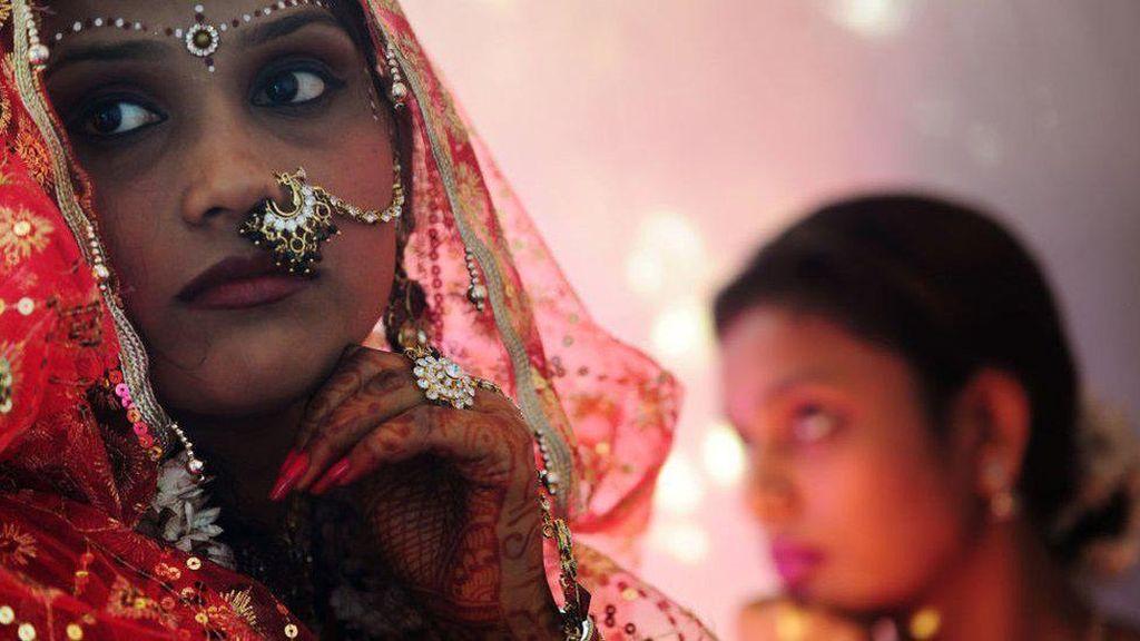 Corona di India Picu Krisis Perbankan, Warga Berpaling ke Emas