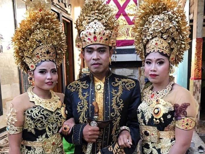 Seorang pria di Buleleng, Bali I Made Sukartayasa (39) membuat sejumlah orang tercengang. Sukartayasa menikahi 2 orang wanita Luh Kariasih (29) dan Komang Sri Parwati (25) secara bersamaan.