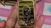 Viral Dewi Persik Bagi-bagi Emas Gambar Wajah, Gimana Bikinnya?