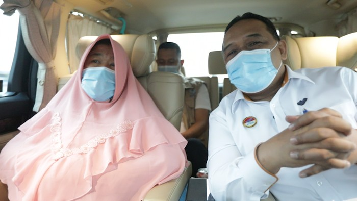 Etty Toyib dan Kepala BP2MI Benny Rhamdani dalam perjalanan menuju Majalengka, Kamis (30/7/2020).