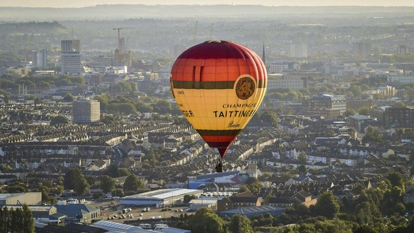 Diketahui ada 43 balon udara yang ikut serta dalam festival tersebut.