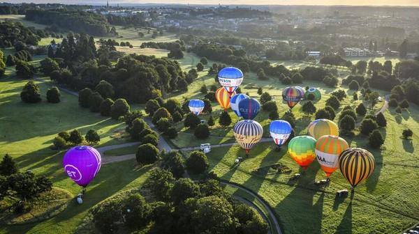 Menariknya, meski tetap digelar di tengah pandemi COVID-19, festival balon udara itu juga turut menerapkan sejumlah protokol kesehatan bagi para peserta yang mengikuti festival tersebut.