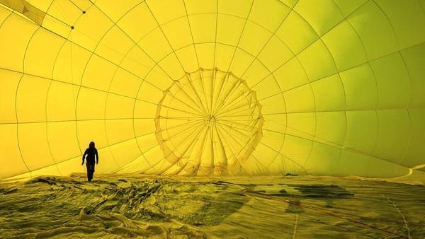 Meski digelar di tengah pandemi COVID-19, tak sedikit warga yang antusias untuk ikut serta meramaikan festival balon udara internasional tersebut.