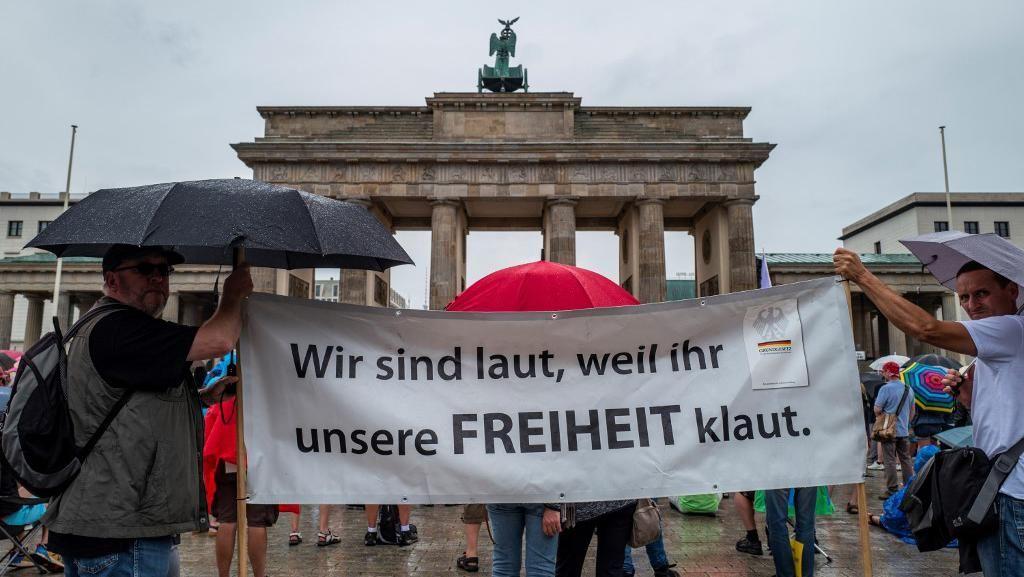 Demo Protes Pembatasan Saat Pandemi Corona di Berlin, 45 Polisi Terluka