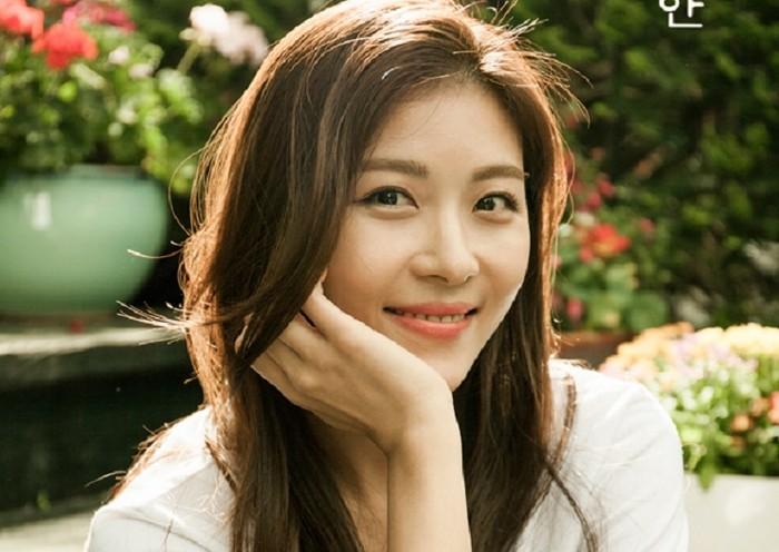 Ha Ji Won Makan Lemon Biar Awet Muda
