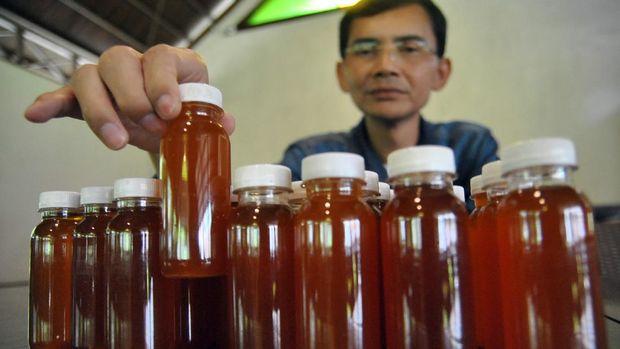 Hadi Pranoto menunjukkan ramuan herbal untuk antibodi COVID-19. Ramuan itu disebut mampu tingkatkan antibodi dalam mencegah penyebaran COVID-19.