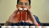 Kontroversi Obat COVID-19 RI, Antibodi Hadi Pranoto hingga Kalung Eucalyptus