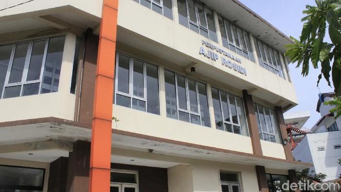 Sastrawan Ajip Rosidi telah kembali ke haribaan Ilahi pada 29 Juli 2020. Walau begitu ada salah satu warisannya berupa perpustakaan di Bandung.