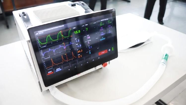 Kemenristek Inspeksi Teknologi Terbaru Lawan COVID-19 di Indonesia
