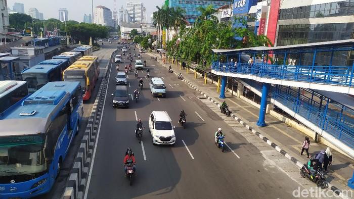 Lalu lintas Jl Gajah Mada, Jakarta Pusat, salah satu kawasan ganjil genap. (Jehan Nurhakim/detikcom)
