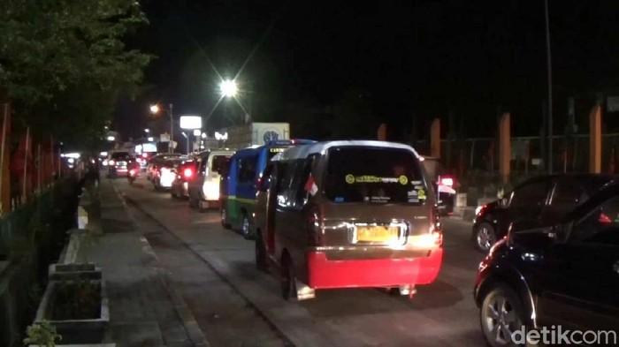 Macet di Jalan Raya Sumedang-Bandung