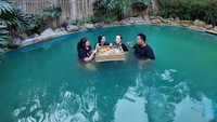 Celebrity On Vacation: Santap Sate sambil Berendam Air Hangat di Lembang