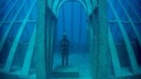 MOUA disebut sebagau penemuan inovatif seni, sains budaya dan konservasi. Patung-patungnya di dalam museum dibuat oleh Jason de Caires Taylor. (MOUA/instagram)