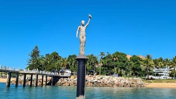 Salah satu hal menarik di musuem ini yaitu patung Ocean Siren yang menggambarkan anak berumur 12 tahun. Dia adalah Takoda Johnson, seorang gadis yang berasa; dari Walgurukaba. (MOUA/instagram)