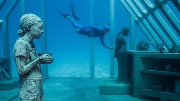 Di dalam laut, traveler bisa mendapatkan pengalaman menyelam dan snorkeling kelas dunia.(MOUA/instagram)