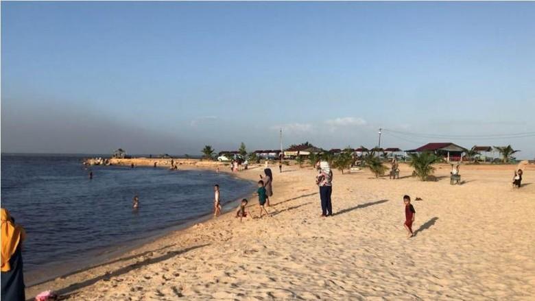 Pantai Koneng di Kota Dumai
