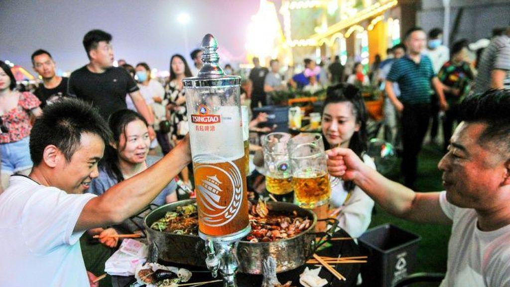 Corona Terkendali, Ribuan Warga China Berkumpul di Festival Bir