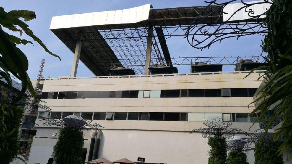 Penampakan Sisi Atap Gedung Parkir Bandara Soetta Lepas