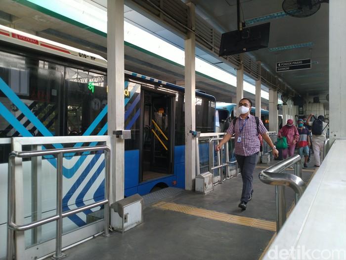 Penumpang Transjakarta. (Sachril-Jehan/detikcom)