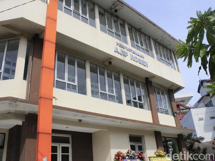 Perpustakaan Ajip Rosidi di Bandung