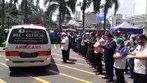 Viral Salat Jenazah Dokter Positif Corona di Medan, Peti Tetap dalam Ambulans