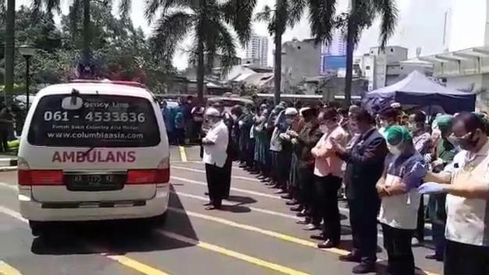 Screenshot video viral salat jenazah dokter positif COVID-19 yang wafat di Medan