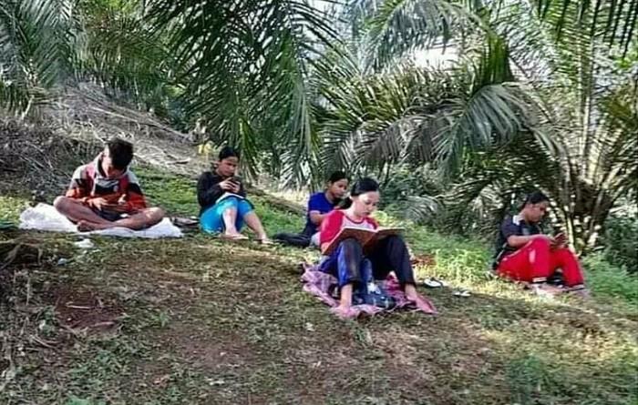 Screenshot viral anak-anak di Simalungun cari sinyal demi belajar daring