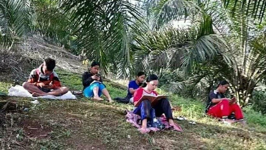 Cerita Kades di Simalungun: Warga Terpaksa Berutang Demi Anak Sekolah Daring